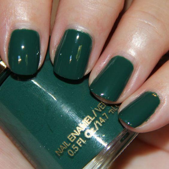 green nail enamel